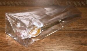 пакет со стоячим дном с конфетами